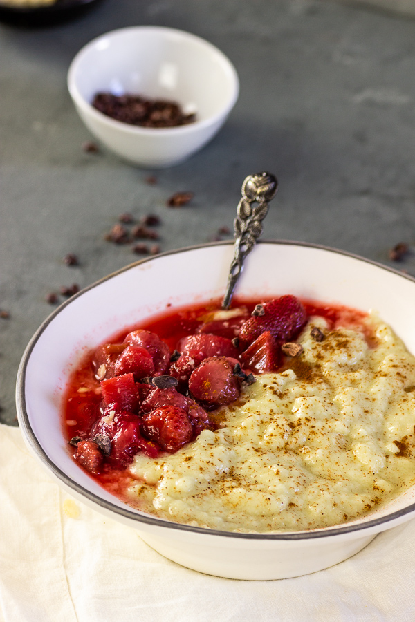 vegan semolina pudding with rhubarb strawberry compote