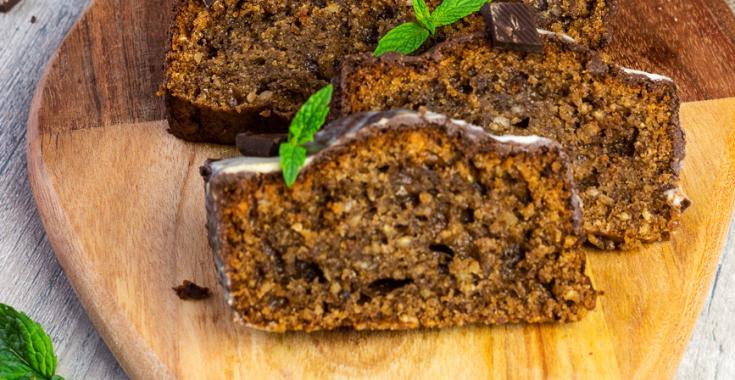 Veganer Pfefferminz Schokoladenkuchen mit Haselnüssen