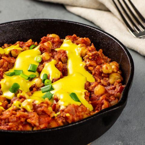 Vegane Enchilada Pfanne mit Käsesoße