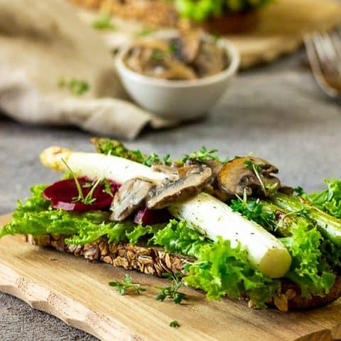 Vegan Asparagus Gourmet Toast