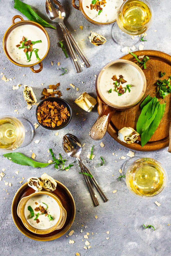 vegane bärlauchsuppe mit kokosspeck-petersilien-röllchen