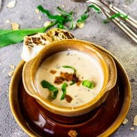 Creamy, vegan wild garlic soup (garlic chives) with coconut-bacon, parsley Pinwheels