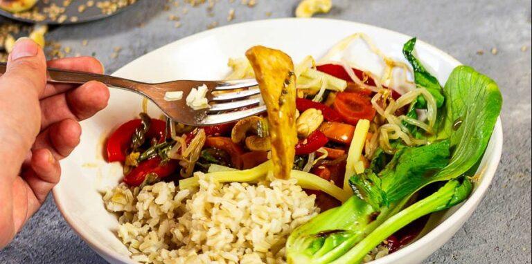 Vegan Chop Suey with baked tofu