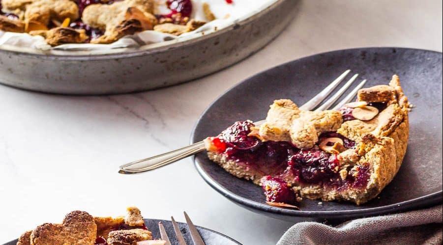 Vegan whole grain cherry pie