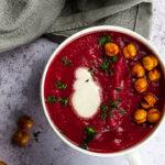 Vegane Ingwer Kardamom Rote Beete Suppe für dein nächstes Abendessen oder Vorspeise.