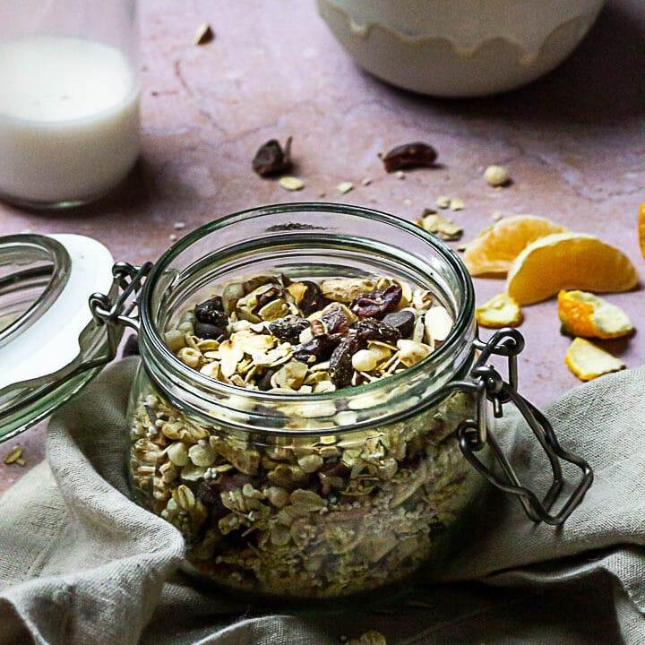 Zuckerfreies Müsli Mix mit Quinoa, Amaranth, Cranberries, Haferflocken und Nüssen (vegan)