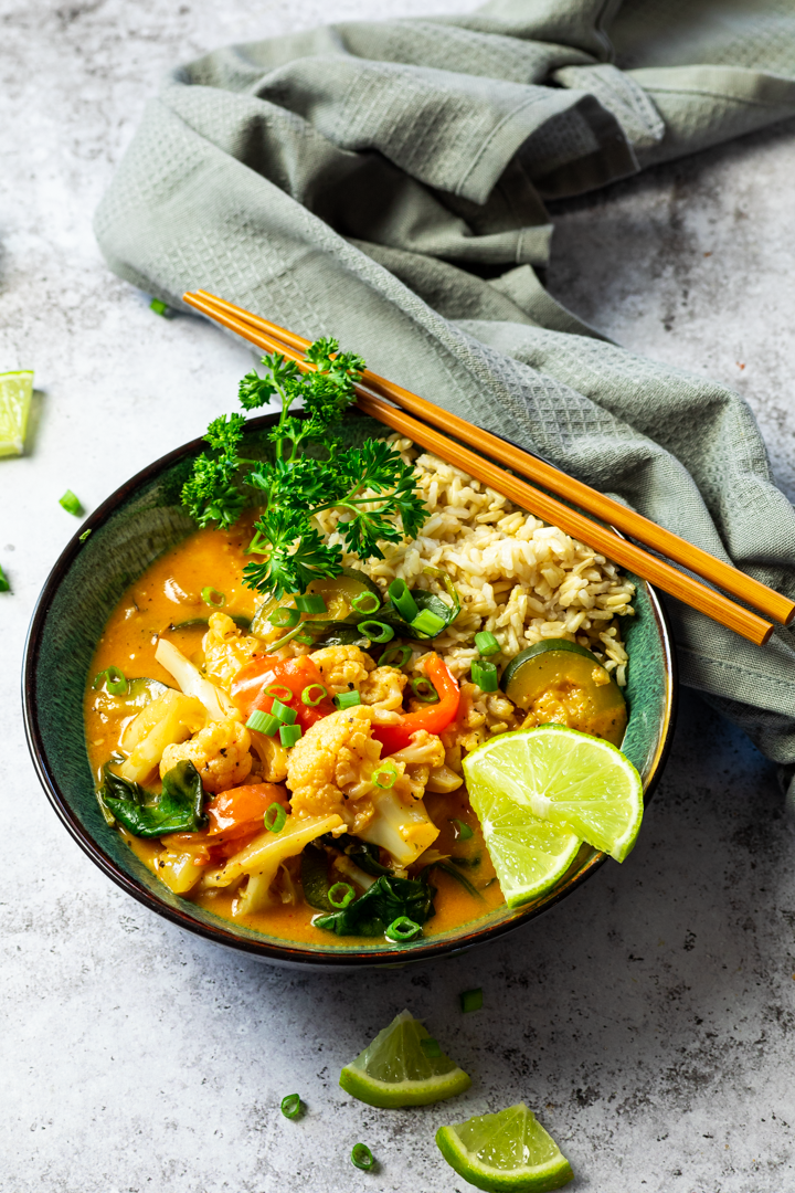 Bowl with Rice and thai red curry