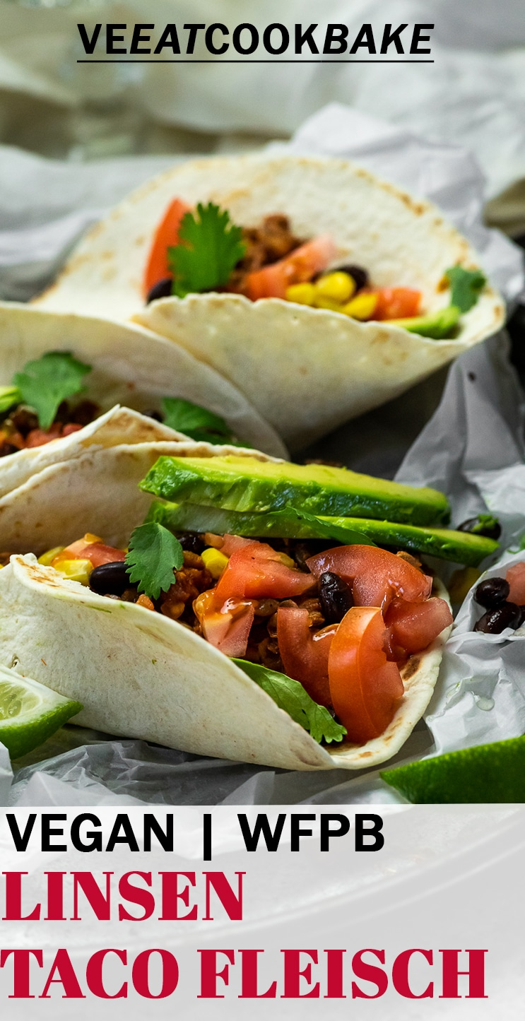 3 vegane Linsen-Tacos auf einem Servierteller mit Text
