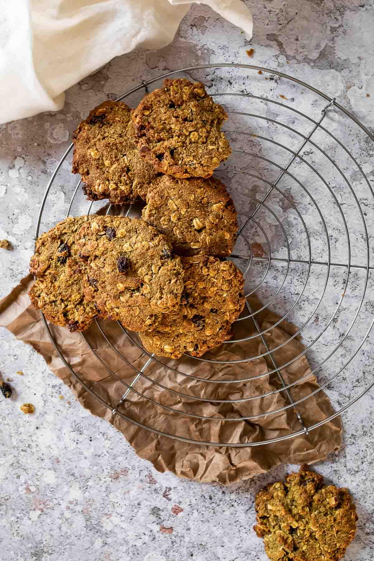 Bird view of a wire rack with vegan oat cookies