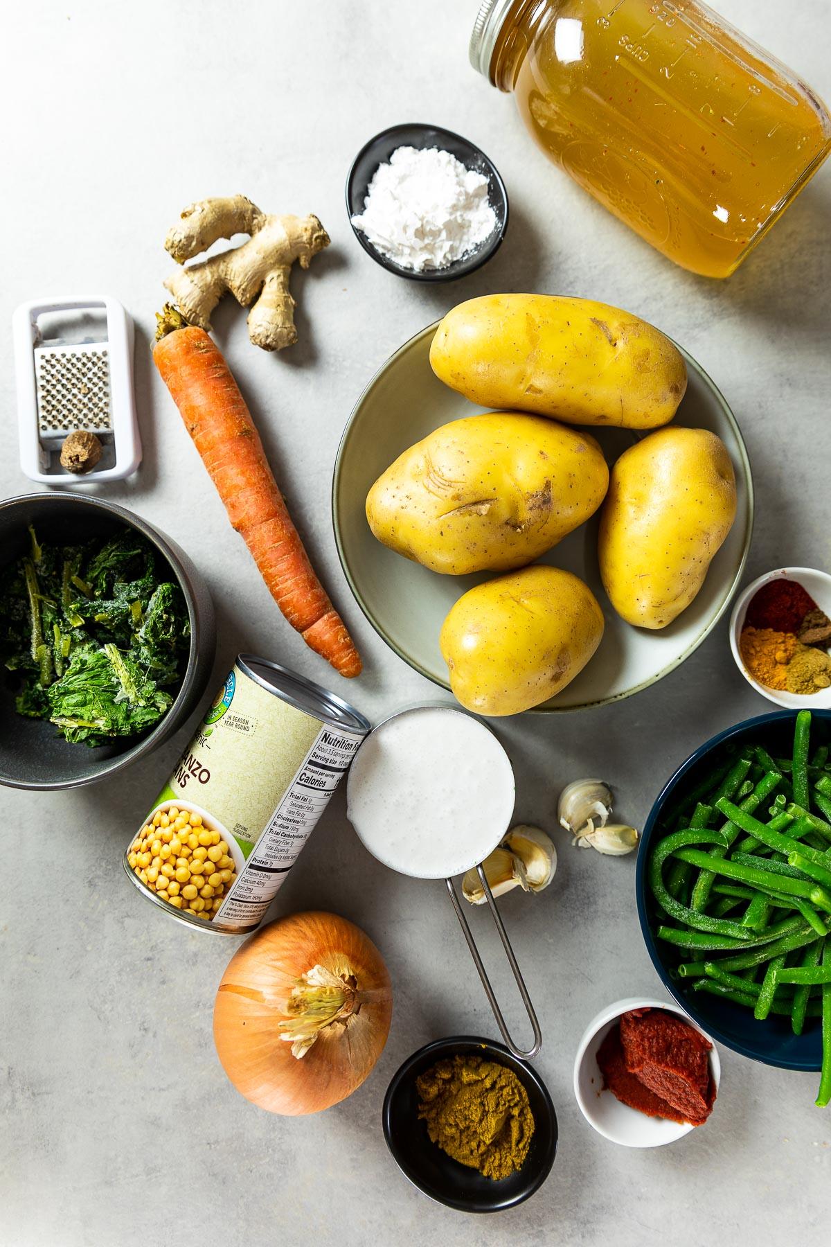 Zutatenaufnahme von veganem Kartoffelcurry